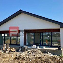 REZERVOVANÝ Kvalitná novostavba 4 izbového domu v štandarde v Cíferi