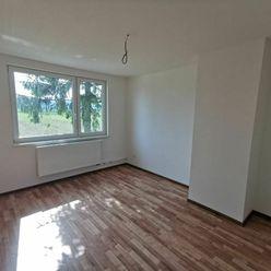 Ponúkame na predaj veľký 3 izbový byt v Pieštanoch-Orviská cesta, iba 4 km od mesta centra mesta !!