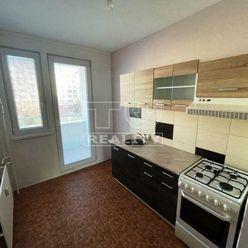 Ponúkame na predaj 2 - izbový byt v Záturčí o výmere 51 m2.