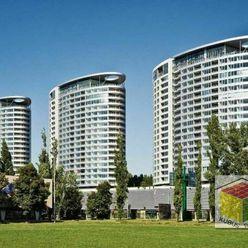 Exkluzívne na prenájom, 2i byt s loggiou, zariadený, klimatizácia, garážové státie, novostavba Tri v