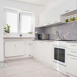 BEDES | tehlový 2 izbový byt, 56m2, čiastočná rekonštrukcia, stredný, Handlová – centrum
