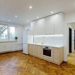 Čerstvo zrekonštruovaný 2,5-izbový (3+KK) byt s predzáhradkou na Podhradovej