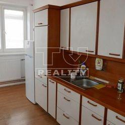 Trojizbový byt s loggiou v Zálesí 75m2, 15km od Bratislavy