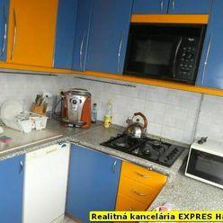 RK EXPRES - EXKLUZÍVNE 2 izbový veľkometrážny byt v Handlovej, 65 m2, ul. Morovnianska cesta.