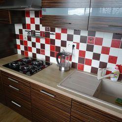 Exkluzívne ponúkame na dlhodobý prenájom 3 i byt s balkónom po kompletnej rekonštrukcii v Poprade.