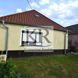 Priestranný vidiecky rodinný dom vo Veľkej Mači na predaj