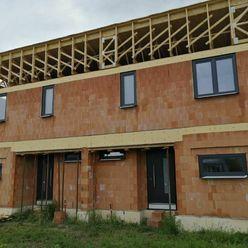 NOVOSTAVBA..4 izb slnečný dvojpodlažný dvojdom v lokalite Šamorin/Labyrint s oplotením a parkovaním