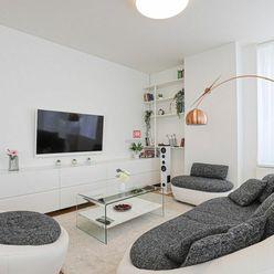 HERRYS - Na prenájom moderného a zariadeného 3 izbového bytu na 27 p. s pekným výhľadom v projekte P