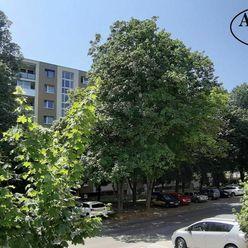 3-izbový byt s veľkou loggiou na Sídlisku III/B