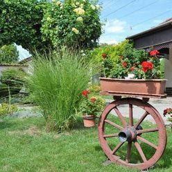 6 izbový rodinný dom alebo dvojgeneračný dom s krásnou záhradou,šikovným pozemkom v tichom prostredí