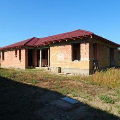 Ponúkame na predaj rozostavaný rodinný dom v Imeli iba 4km od mesta Nesvady kde je termálne kúpalisk