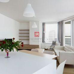 HERRYS - Na prenájom priestranný čiastočne zariadený 3 izbový byt s výnimočným výhľadom v projekte P
