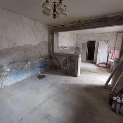 Ponúkame na predaj Rodinný dom vhodný na vkusnú rekonštrukciu v Trnave-Modranka, pozemok 306m2