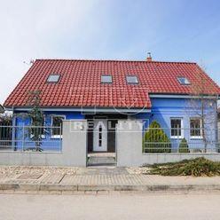 EXKLUZÍVNA PONUKA! 5-izbový rodinný dom v obci Výčapy-Opatovce pri Nitre s úžitkovou plochou 206 m2