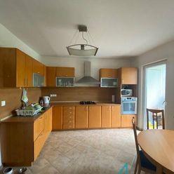 Pekný  4- izbový byt  s 2 lodžiami.