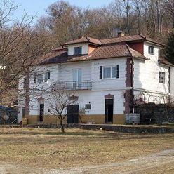 Lukratívny pozemok 9 854 m2 a rodinný dom na Alšavskej ulici