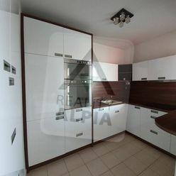 Komfortný veľkometrážny 3- izbový byt s dvoma loggiami a parkovacím státim, RAJKA