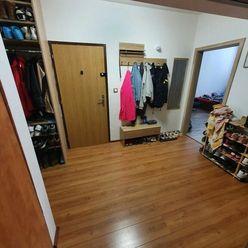 Predáme 3 i byt na I. Bukovčana v DNV.