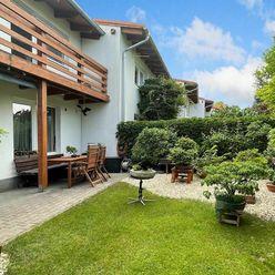 Výnimočný 3i byt v rodinnom dvojdome s balkónom, terasou, záhradkou a garážou, Dunajská Lužná
