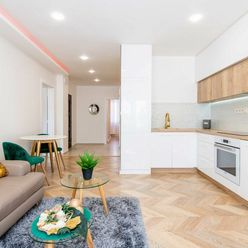 EXKLUZÍVNE Na predaj  3 izbový, luxusne zrekonštruovaný byt s lodžiou. Berlínska ulica, sídlisko Ťah