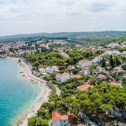 Krásne stavebné pozemky pre dovolenkový dom / apartmán v Chorvátsku - kúsok od Splitu - Brač