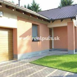 - REAL PULS - Pekný Rodinný dom, pozemok 604 m2 v tichej časti obci ŠPAČINCE .