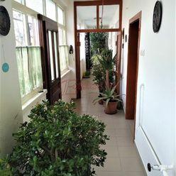 Gazdovský dom s veľkým pozemkom a udržiavaným ovocným sadom