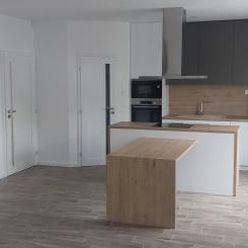Krásny zrekonštruovaný 3 izbový tehlový byt- Komárno