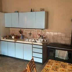 Na PREDAJ menší domček bez záhradky v širšom centre Lučenca.