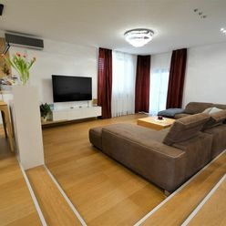 TRNAVA REALITY - NADŠTANDARTNÝ moderný 4 izbový rodinný dom typu bungalov, garáž, bazén