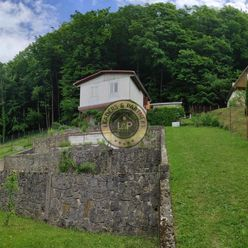 Predaj - Veľký stav. pozemok s chatou Trenčianske Teplice