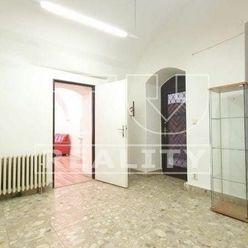 Na prenájom kompletne zrekonštruované obchodné alebo kancelárske priestory, Banská Bystrica. 85 m2.