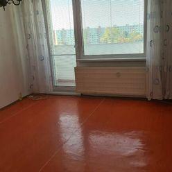 Ponúkame Vám na predaj 3 izbový byt Bratislava-Vrakuňa, Stavbárska ulica.
