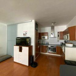 Nadštandardný 3-izbový byt - loggia, garážové státie, orientovaný do átria - bytový komplex Koloseo
