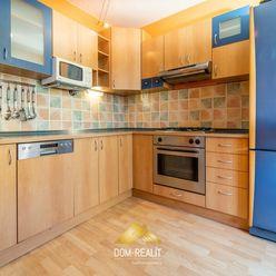 DOM-REALÍT ponúka na predaj priestranný 3 izbový byt na Korytnickej ulici v Podunajských Biskupiciac