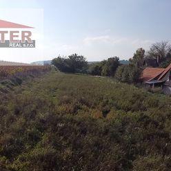 Exkluzívne na predaj pozemok v obci Haláčovce 1278m2