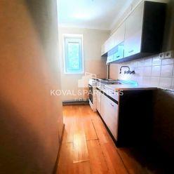 !ZNÍŽENÁ CENA! 2-izbový byt  v centre mesta Zlaté Moravce
