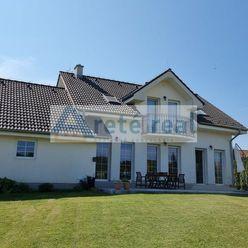 Areté real - Prenájom veľmi pekného, nadštandardného, presvetleného rodinného domu s dvojgarážou vo
