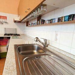 Veľký, slnečný 3izb. byt v BB o rozlohe 72,64m2 v mestskej časti Sásová.