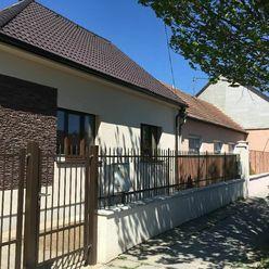 Ponúkame kompletne zrekonštruovaný rodinný dom na vynikajúcej adrese