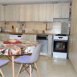 Na predaj rodinný dom, pozemok 1075m2, Horné Dubové