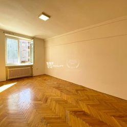 Ponúkame Vám na predaj slnečný velkometrážny 2 izbový byt v Novej Dubnici.