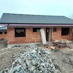 Novostavba-rozostavaný 4-izbový rodinný dom, Starý Tekov, Levice, výmera 637 m2.