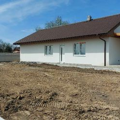 Ponúkame na predaj rodinný dom v obci Hájske