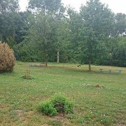 Predaj priestranného pozemku 1546 m2 so starším rodinným domom, DOPORUČUJEME!!! Len 30 km od BA