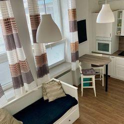 Pekný apartmán s vysokým stropom