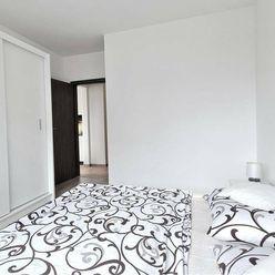 PREDAJ: 2izbový byt s výhľadom na hrad TRENĆÍN ***