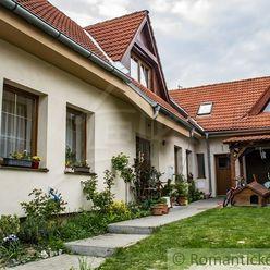 Rodinný dom s dvomi bytovými jednotkami v centre Bernolákova, 15 km od Bratislavy