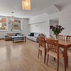 Veľkometrážny 2 izbový byt na Zámockej ulici s garážovým státím