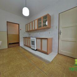 Priestranný 2-izbový byt v pôvodnom stave, obec Slovenská Ľupča
